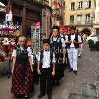 […défilé autour de la cathédrale de Strasbourg]